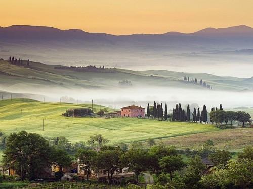 Country-Villa-Val-DiOrcia-Tuscany-Italy
